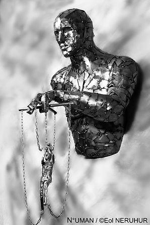 human sculptor metal,n°uman