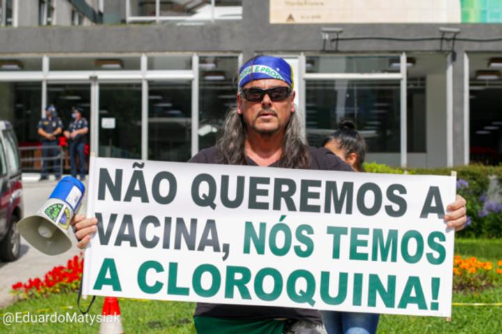 vacina e cloroquina.png