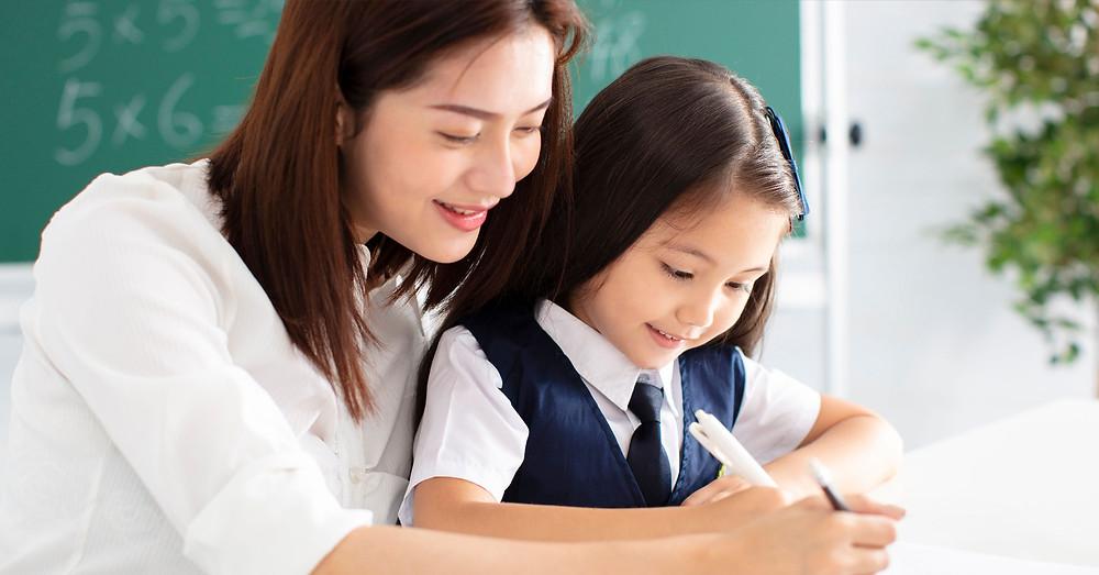 家長引導孩子閱讀