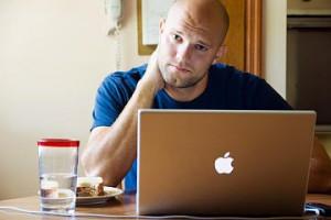 Siete hábitos de las personas crónicamente infelices