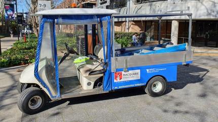 Esses carrinhos elétricos são muito usados. Os australianos são bem   preocupados com a preservação do meio ambiente.