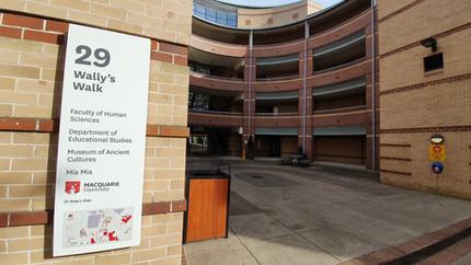 Prédio do Departamento de Estudos em Educação. O meu escritório de estudos ficava no 2o andar, do lado esquerdo.