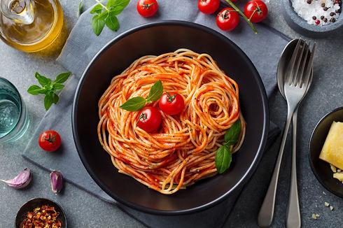 pasta-spaghetti-with-tomato-sauce-black-