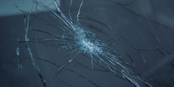 Broken-Windshield-600x300.jpg