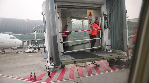 Retracting the passenger boarding bridge at Charles de Gaulle airport