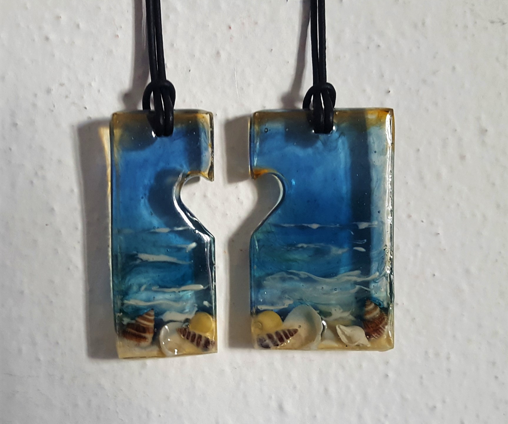 RESAU3 Two resin sea pendants with heart