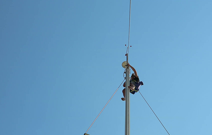 Up mast 9