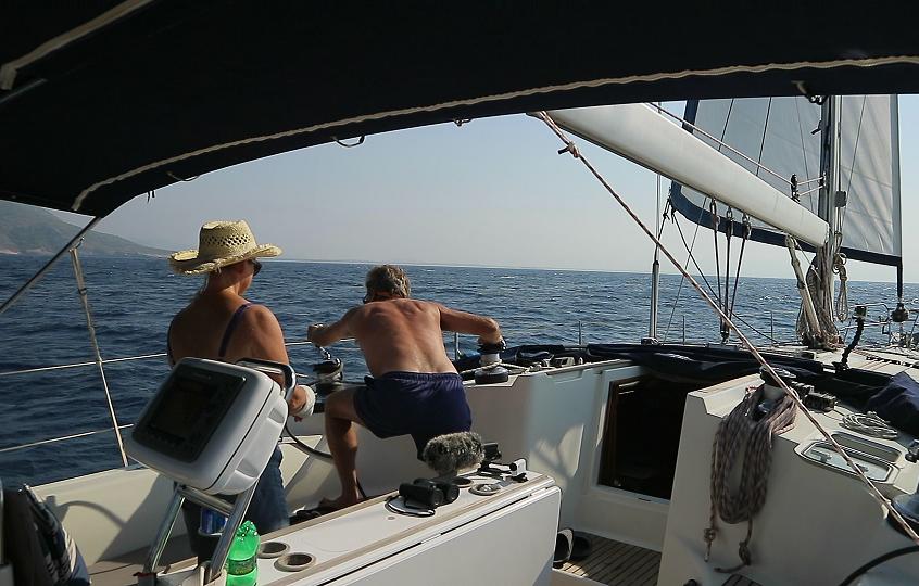 Unfurling head sail