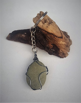 Keyring Green beach pebble and aged silver