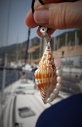 Stromb Shell with Pearls Pendant