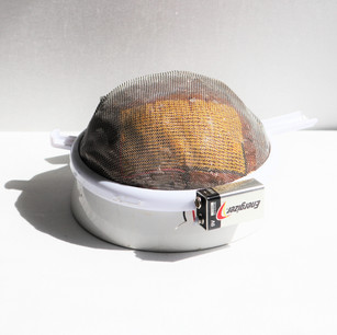 Wire mesh mold with heating pads and bowl form