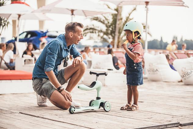 HWK1-KIWI-SEAT-GIRL+DAD02.jpg