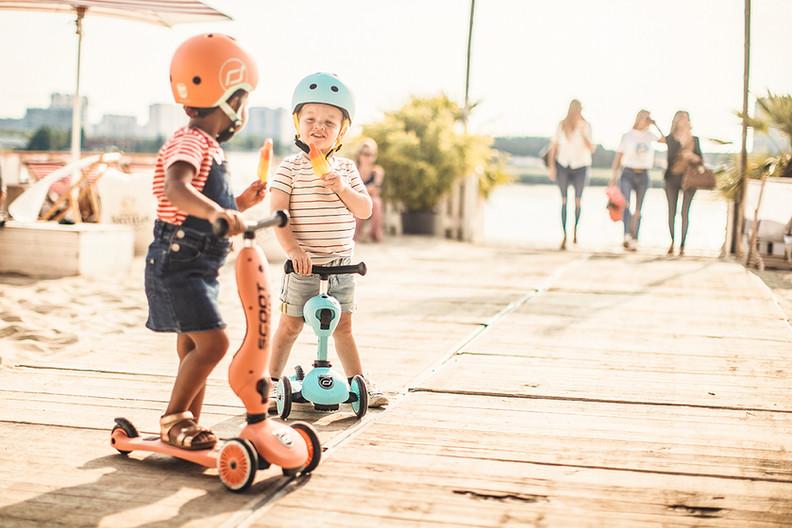 HWK1-PEACH BLUEBERRY-STAND SEAT BOY+GIRL