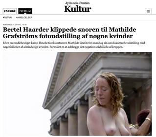 Jyllandsposten: Bertel Haarder klippede snoren til Mathilde Grafströms fotoudstilling af nøgne kvind
