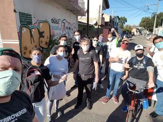 Missionários e religiosas entregam álcool em gel e máscaras na Vila Torres