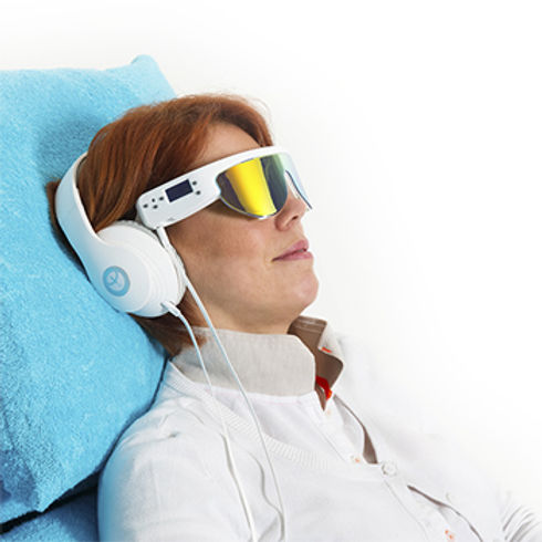 psio-audio-headset-girl.jpg