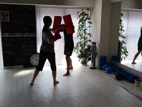 格闘技系レッスンとフェスキックの違い