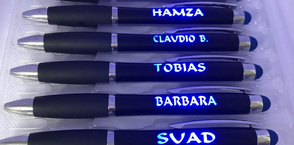 Limani´s Kugelschreiber in Blau Beleuchtung