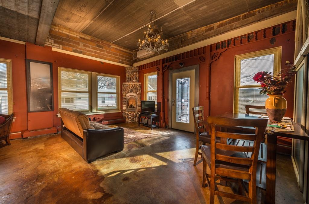 ArtistsLoft_Livingroom