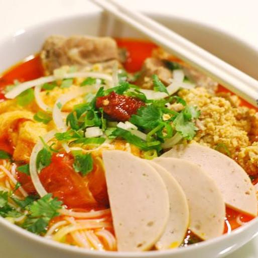 Rice Vermicelli Soup with Meat Balls and Seafood (Bun Rieu)