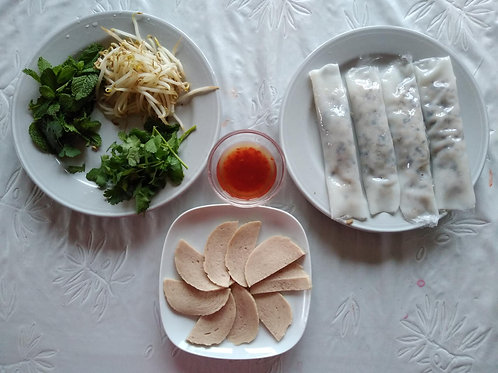 Vietnamese Warm Rice Rolls with Worst and Vegetables - 4 portions (16 pcs)