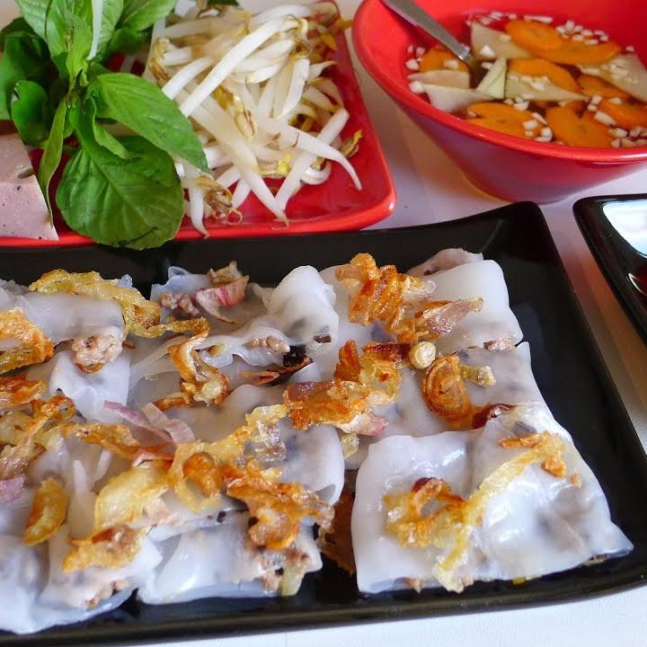 Rice Rolls with Porc Sausage (Banh Cuon Cha)