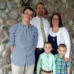 Pastor%20and%20family%202_edited.jpg