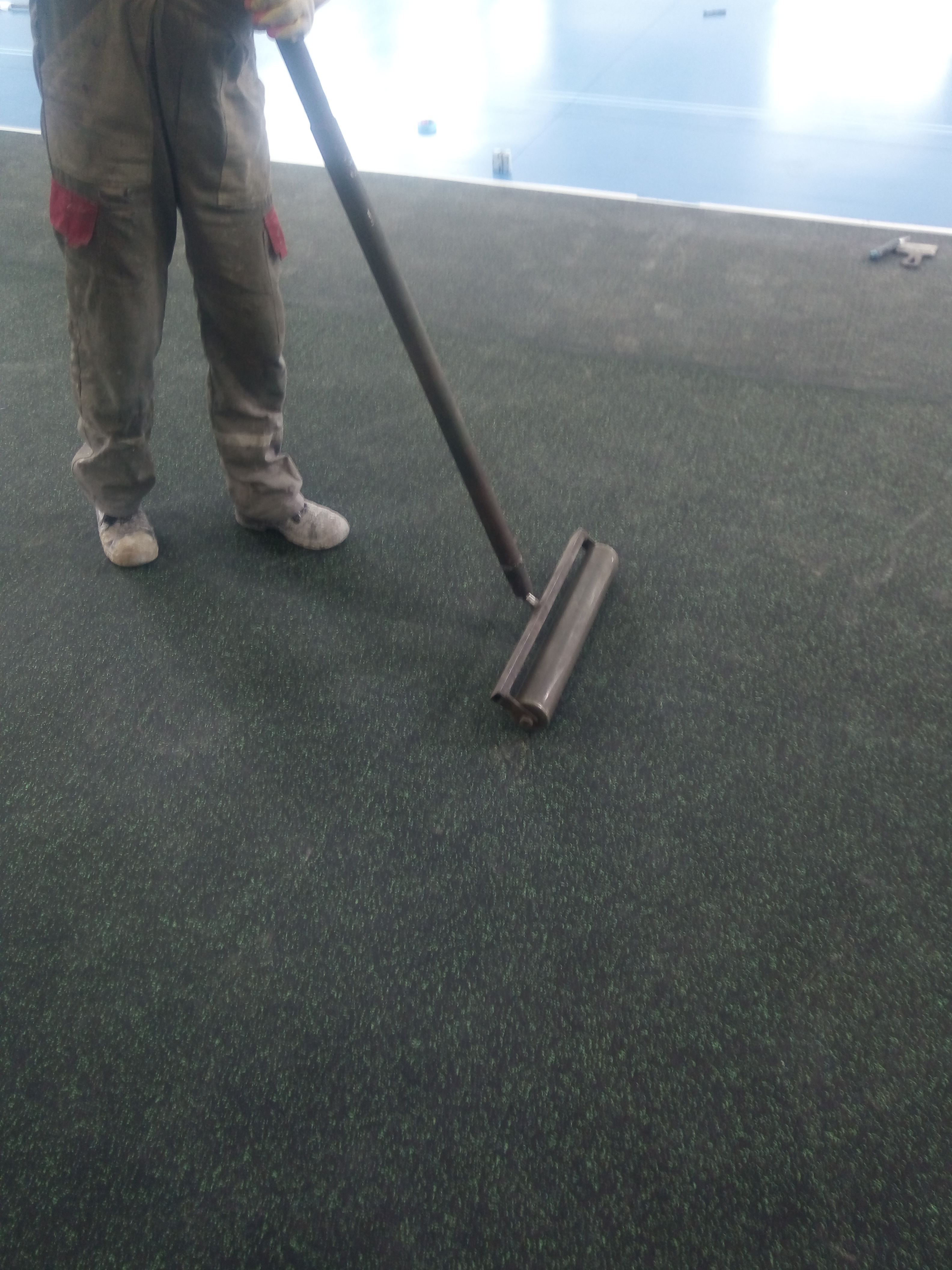 прикатка валиком резинового покрытия