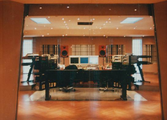 SNAP Aufnahmeraum mit Blick in die große Tonregie