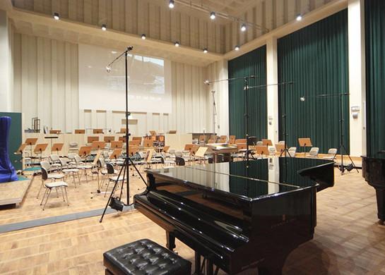 FILMORCHESTER BABELSBERG Aufnahmesaal mit Blick auf die Leinwand