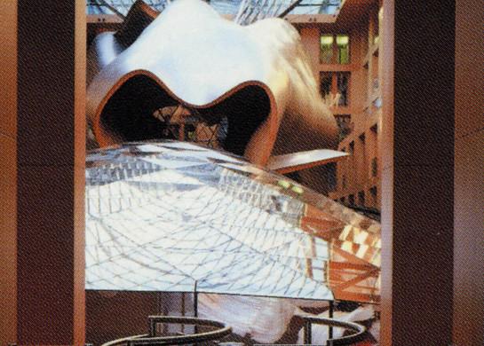 PARISER PLATZ 3      Empfang, Blick auf das Atrium mit großem Konferenzsaal