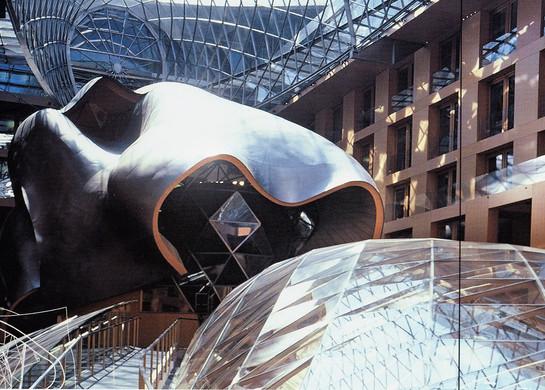 PARISER PLATZ 3      Atrium, Blick auf den großen Konferenzsaal