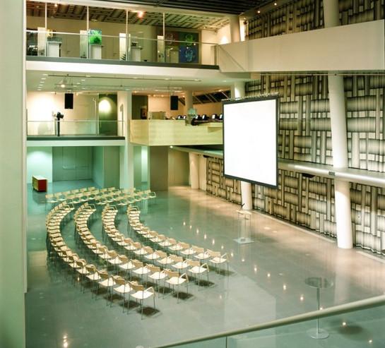 Siemens Forum Leinwand Vortrag.jpg