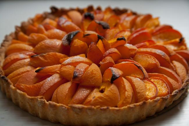 Apricot tart with Beaumes de Venise