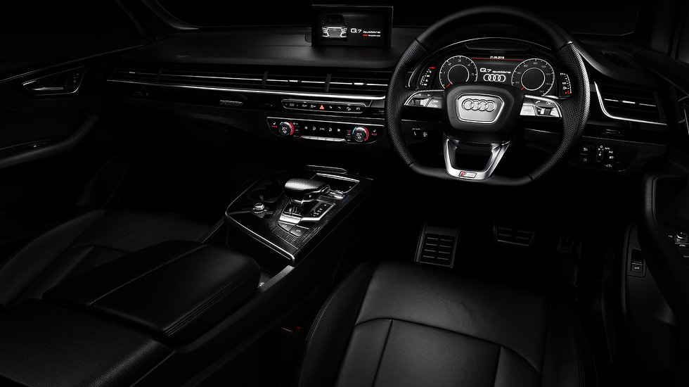 q7-black-edition-interior.jpg
