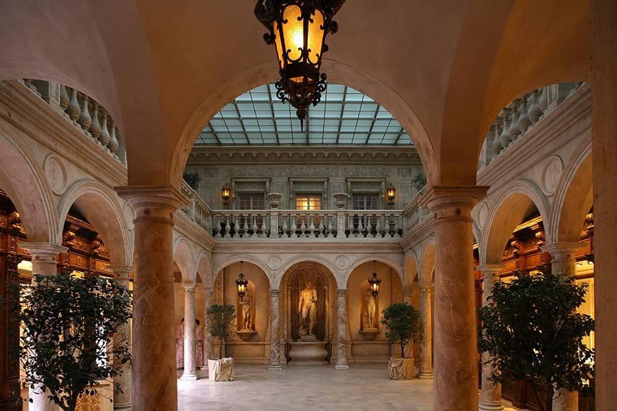 杜蘭朵宮殿餐廳