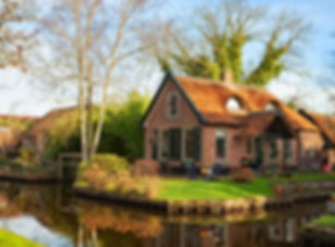 Scenic view on the canal in Giethoorn on