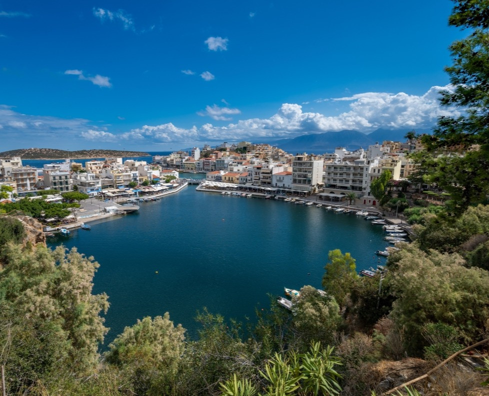 Agios Nikolao is the capital of the Cretan region of Lasithi to the Eastern end of the island and is a smart holiday town with it famous Lake Voulismeni.