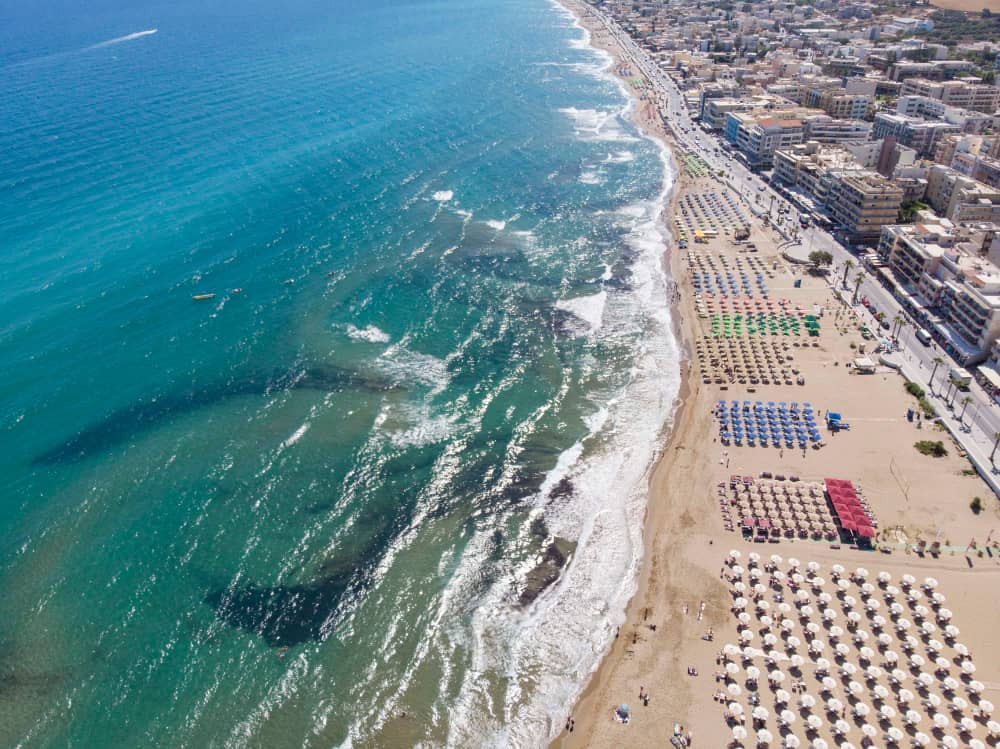 The closest section of Rethymno beach to the town makes for the perfect spot to enjoy the sun and sand whilst wandering into town of a evening to enjoy shopping, food ad the nightlife.