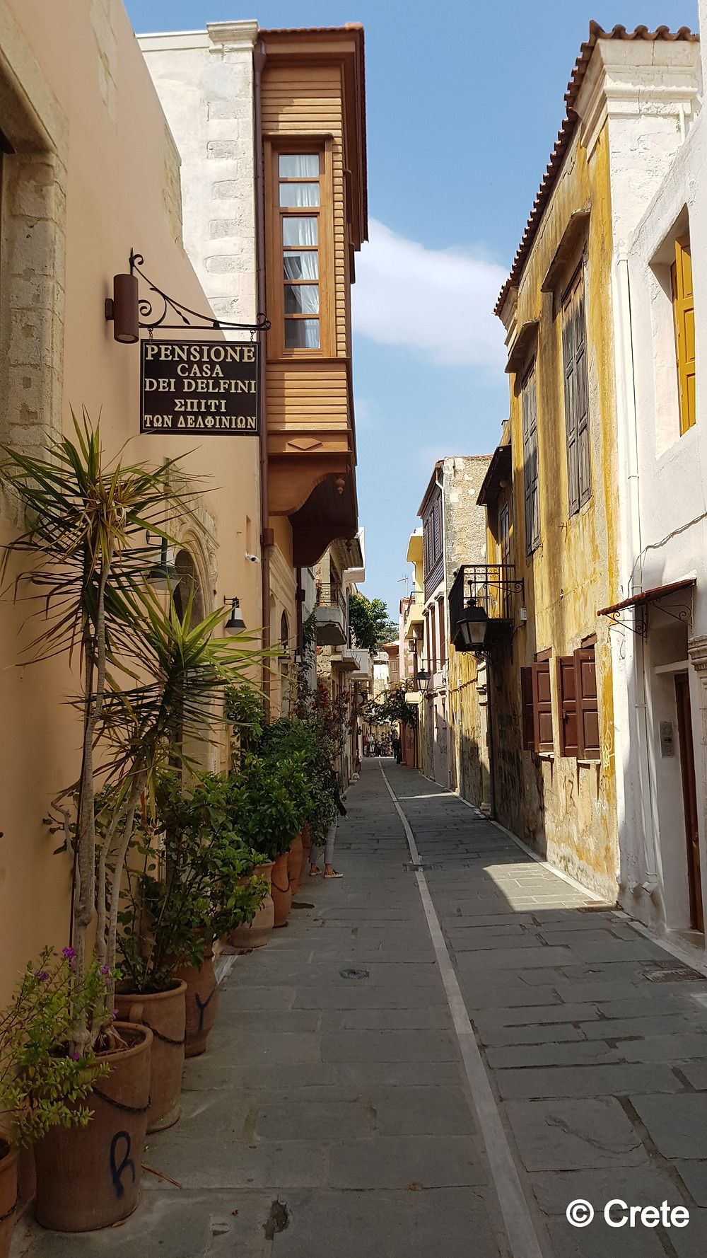 The narrow streets of Rethymno town are packed full of culture, history, shopping, tavernas, cafes, bars and intrigue.