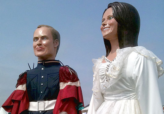 Giant sculptures of Prince William and Kate Middleton