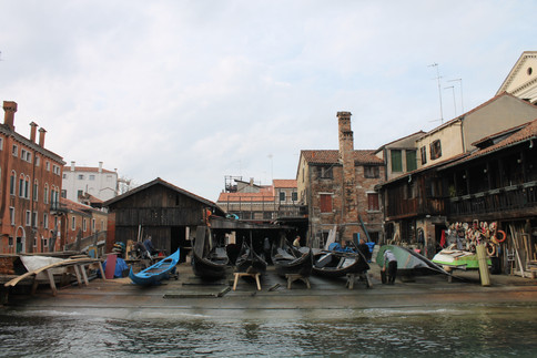 Gondola repair shop