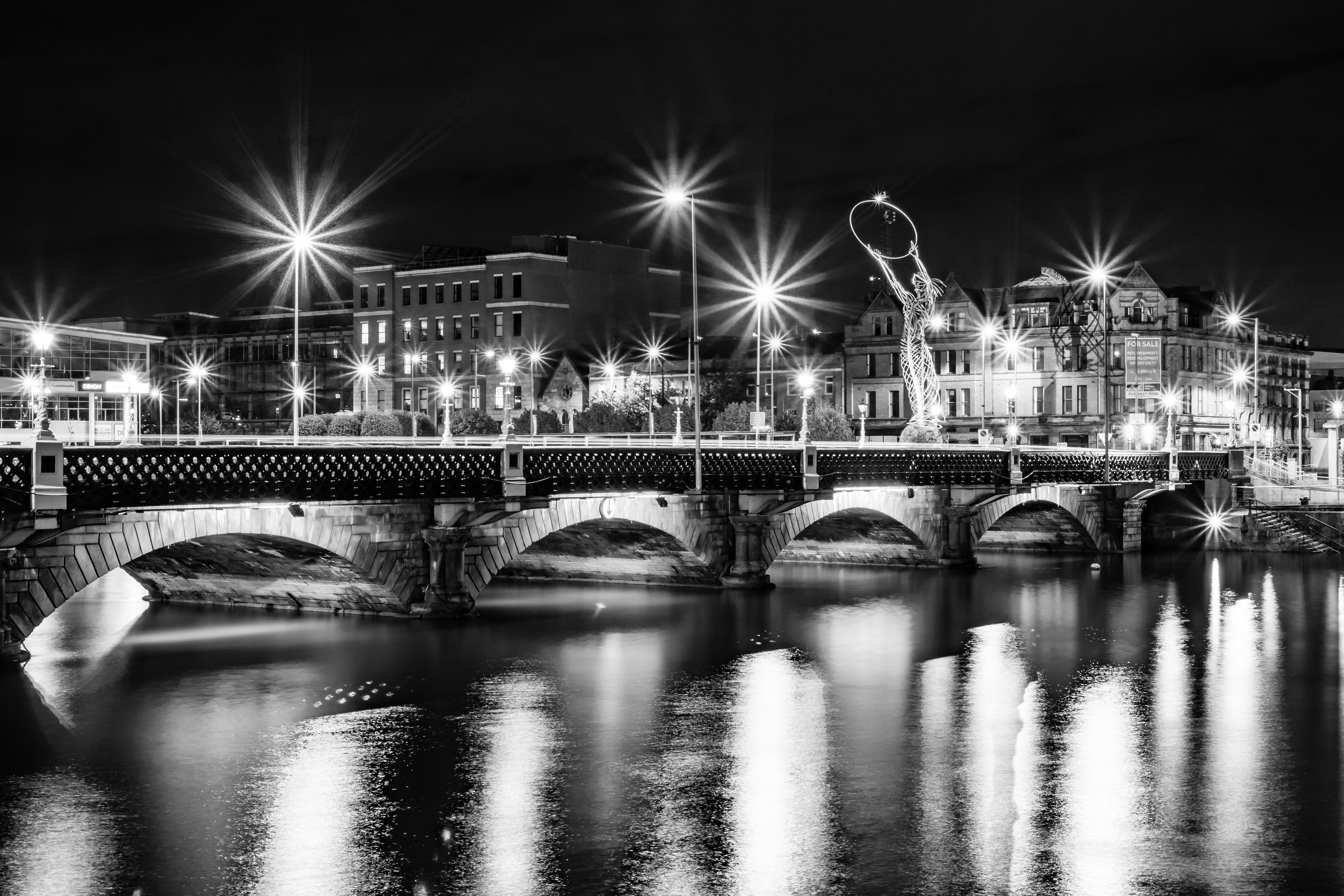 Shining Night Queens Bridge - REF:74