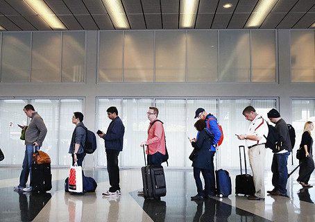 פחיות שימורים במזוודה: הרגלי טיסות העבודה של ההייטקיסטים נחשפים