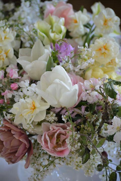 Centerpiece Hochzeit - Gesteck mit saisonalen & regionalen Blumen, nachhaltige Hochzeitsfloristik
