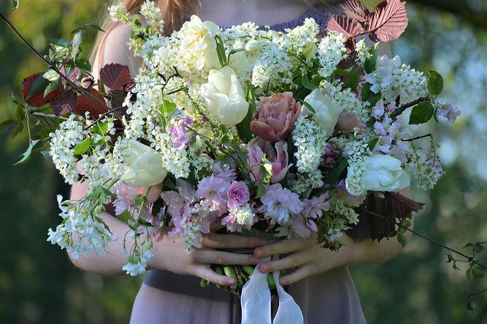 Hochzeitsstrauß mit ungespritzten Blumen im April, Foto: Susanne Kruse