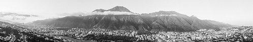 Vista al Avila en Blanco y Negro - Caracas, Venezuela