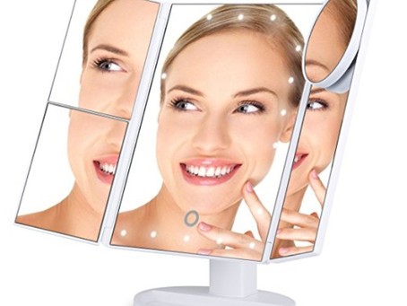 The Vanity Makeup Mirror That Went Viral On Amazon! See why!