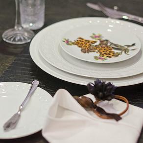 ヨーロッパのダンディなテーブル