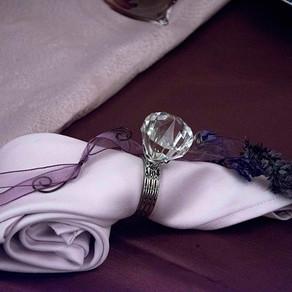 紫色のテーブル